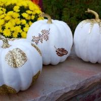 DIY: Glitzy pumpkins